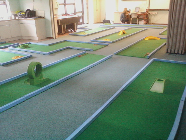 9 Hole Crazy Golf Indoor - R Leisure Hire Ltd - 01524 733540